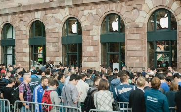 The queues for new Apple products still number the thousands.